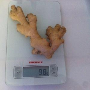 Mon morceau de gingembre pèse 98 grammes