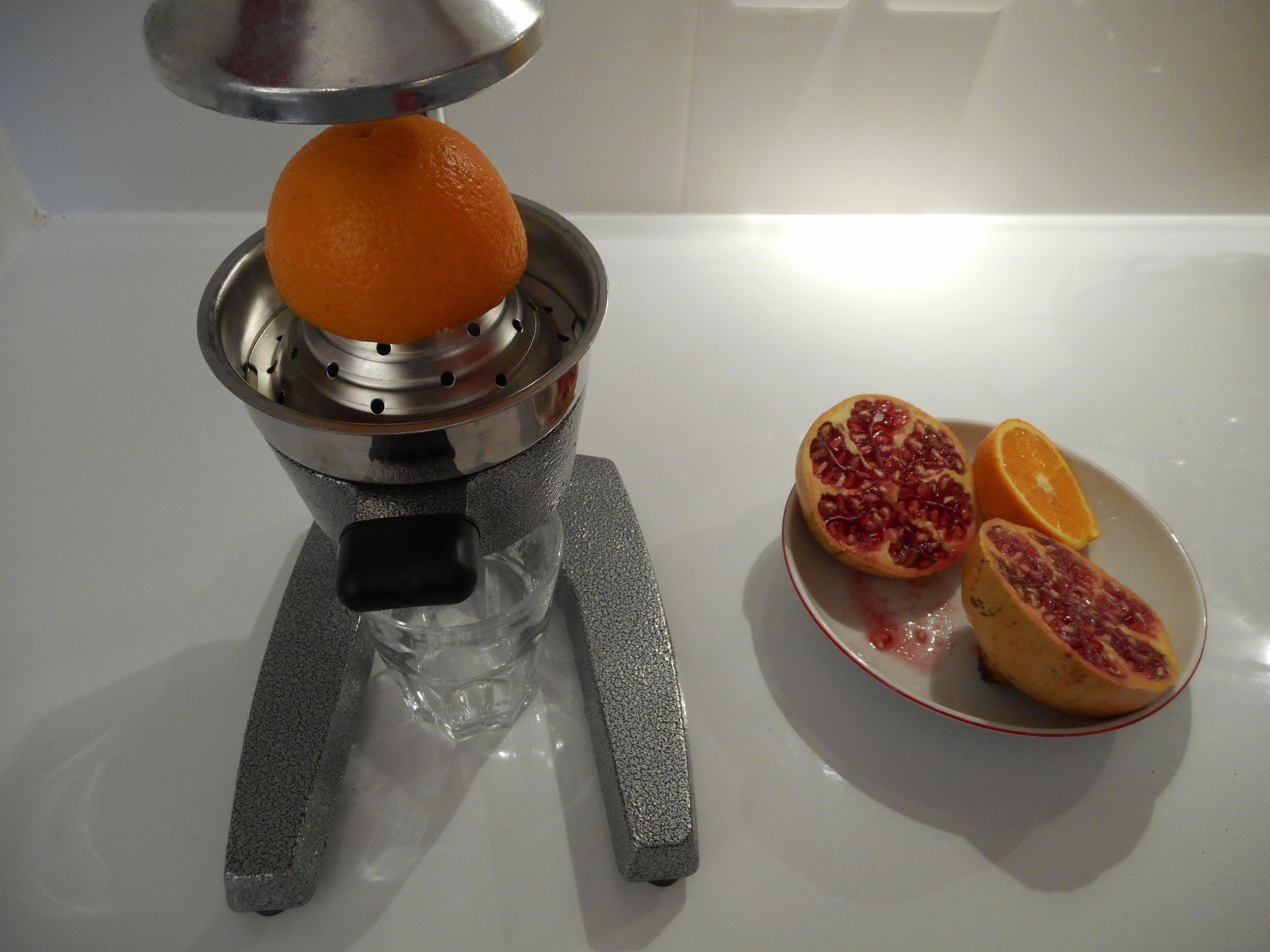un presse agrume manuel levier pour conserver les enzymes de vos jus d agrumes et de vos jus. Black Bedroom Furniture Sets. Home Design Ideas